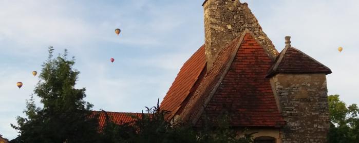 Cinq ballons dans le ciel du Périgord Noir