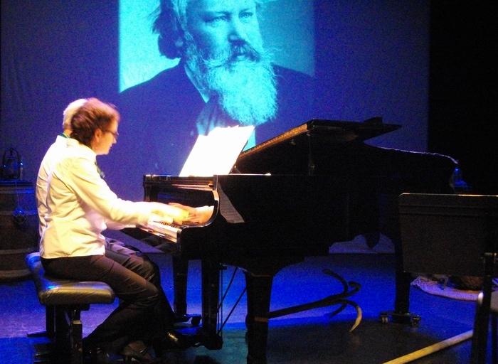 France Desneulin et le public aiment Brahms au Pont Tournant
