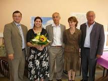 De g.à dr.: G-E Seralini, N. Benachour et  des universitaires