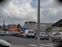 File de véhicules en quête de carburant  samedi à la Guadeloupe