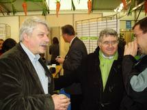 Claude Allègre en compagnie d'Yves Bertrand (à gauche) président du SIFEL (Paysud)