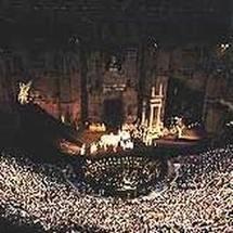 La  Traviata à Orange: quand le mur écrase le romantisme