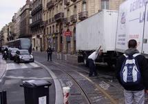 Bordeaux: quand un camion s'égare  sur la voie du tram
