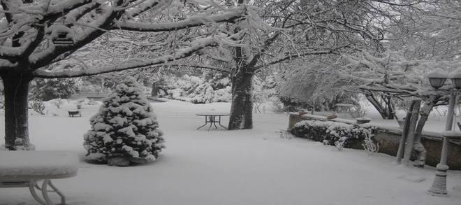Un parc sous la neige près d'Orange