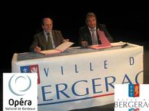 Signature de la convention par D. Ducassou, Président de l'ONBA et D. Rousseau, Maire de Bergerac