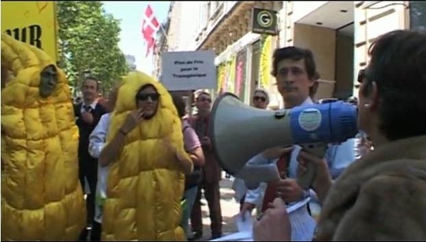 Image extraite d'une drôle de vidéo ( fausse manif pro ogm le jour de Nature capitale à Paris-Dailymotion)