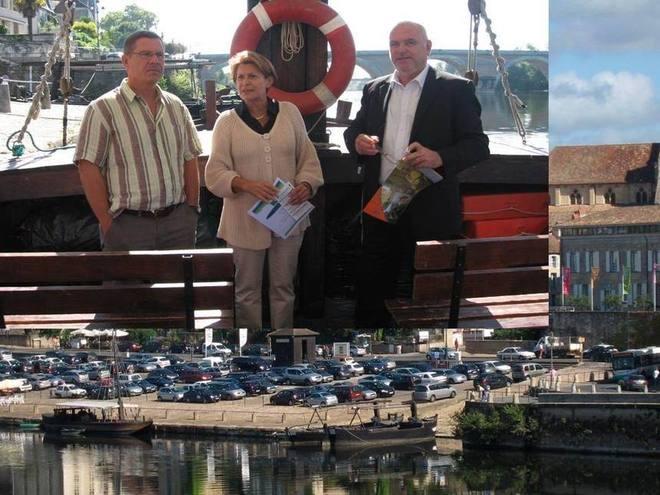 Sur la Dordogne. De g à droite :G. Pustelnik, M-C Raguy, et S.Fourcaud (Ph.R Delon)