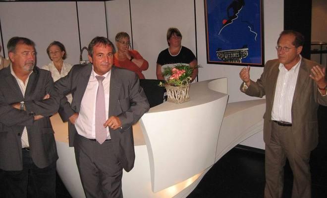 B. Clergeot, Conservateur accueillant les personnalités dans la nouvelle salle d'accueil.
