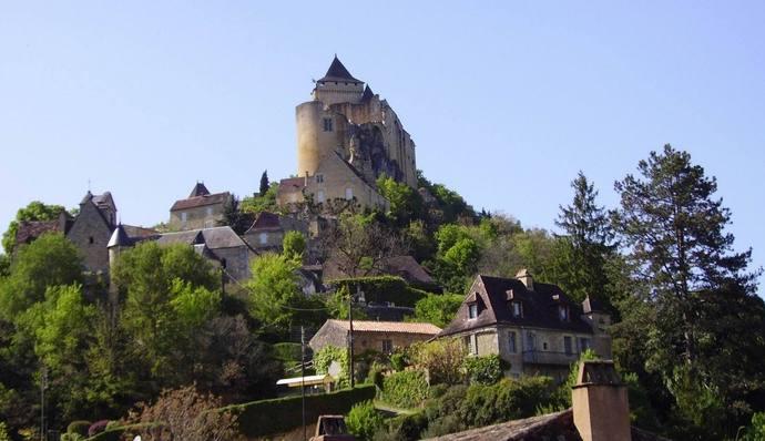 Castelnaud, au confluent de la Dordogne et du Céou (ph Paysud)
