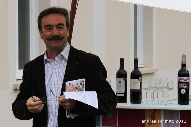 La présentation de l'évènement par le président Dartiguelongue, à Artigues (ph Andréa Schmitz)
