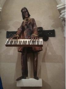 La statue offerte par la Hongrie (Ph J-Y C)