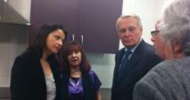 Cécile Duflot et le Premier ministre visitent un centre en région parisienne (Ph Ministère)