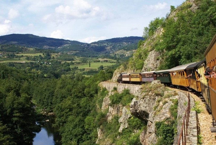 Le Train de l'Ardèche dans les Gorges du Doux (ph.DR)