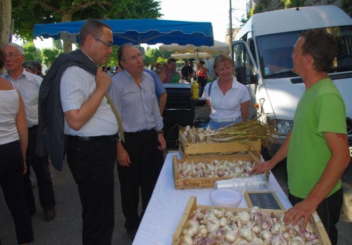 Marché local, producteur d'ail de pays (Ph Paysud)