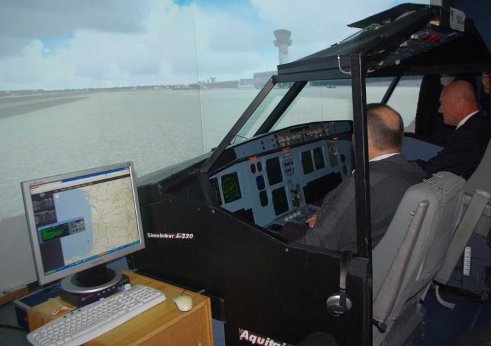 Avec le simulateur de vol A 320 (Ph Paysud)