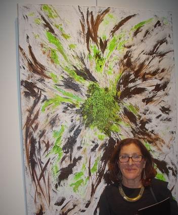 Rose Marie Jukowski et l'une de ses oeuvres (Ph Paysud)