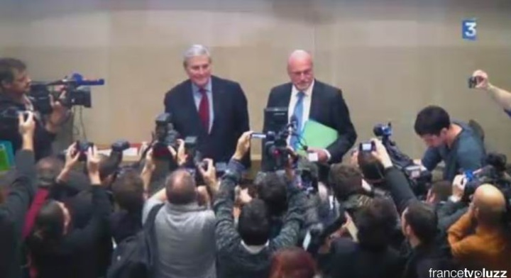 Nouvellement élu, Alain Rousset prend la place du président de séance doyen d'âge Michel Veunac ( capture d'écran France 3)