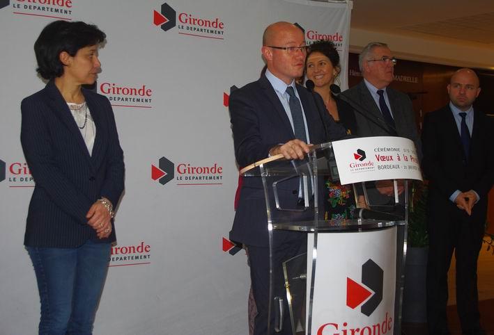 Jean-Luc Gleyze entouré de conseillers (ph Paysud)