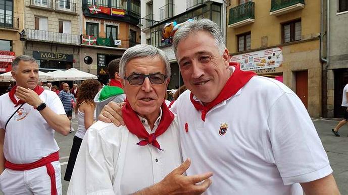 Michel Etcheverry en compagnie du maire de Pampelune Joseba Asiron (ph DR)