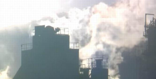 Une raffinerie (capture d'écran vidéo France3 Grand Est)
