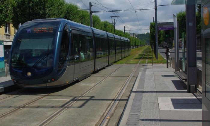 Le tram de Bordeaux à Galin. Non loin de là, un parc relais trop étroit