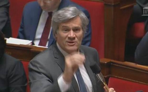 Le ministre répondant aus questions à l'Assemblée Nationale (capture d'écran de vidéo)