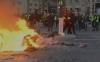 Gilets jaunes: les Champs-Elysées en champ de bataille