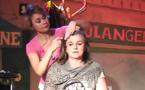 """Théâtre: """"Panique au Salon"""" quand la coiffeuse connait la musique"""